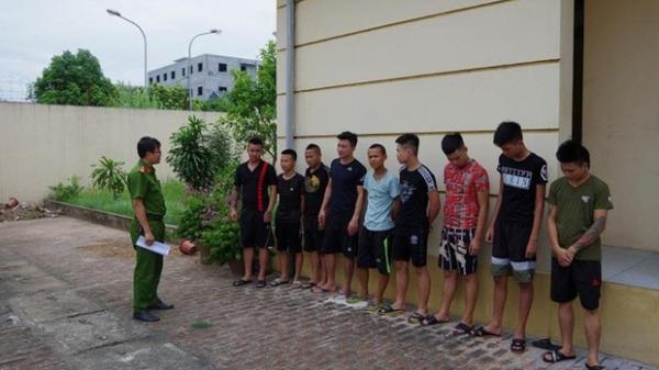 Kéo nhau đi trả thù cho bạn gái, 10 thanh niên bị khởi tố