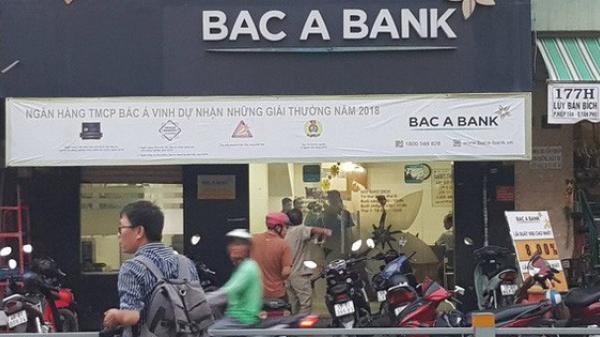 Cần tiền kinh doanh quần áo, thanh niên cầm s.úng Rulo đi c.ướp ngân hàng