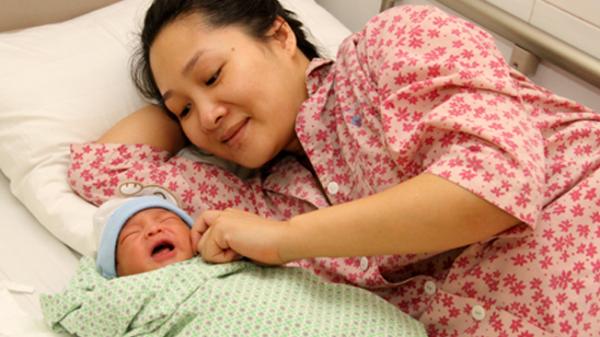 Sinh con thứ 4 sẽ được chính quyền thưởng hơn 200 triệu đồng