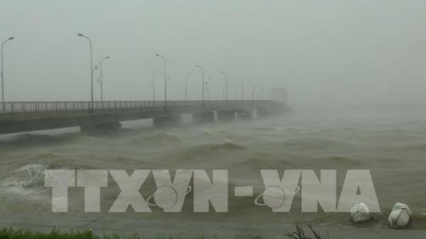 Áp thấp nhiệt đới vượt đảo Luzon đi vào Biển Đông