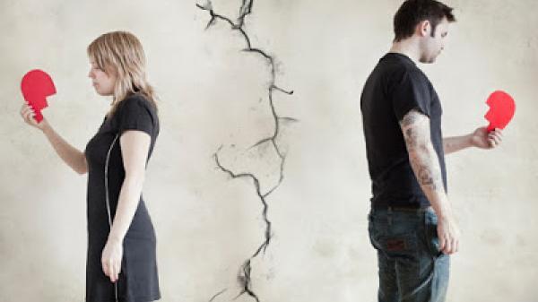 Câu chuyện đau đớn của người phụ nữ khi chồng sẵn sàng cả đời không gặp con chỉ để có một chữ kí trong đơn ly hôn