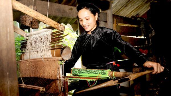 Bạn sẽ phải trầm trồ trước vẻ đẹp của làng cổ người Tày ở Thượng Nông - nơi xa xôi nhất thuộc huyện Na Hang (Tuyên Quang