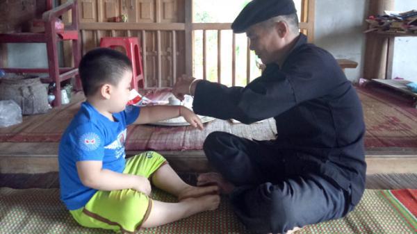 Buộc chỉ cổ tay - Một nghi thức cầu an