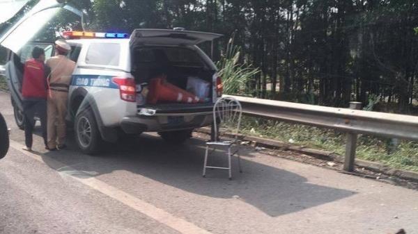 Hai CSGT bị tông nguy kịch khi chặn xe vi phạm trên cao tốc