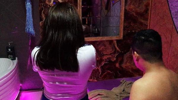 Đột kích cơ sở massage kích dục bán vé VIP 5 triệu đồng/lần với 5 nhân viên phục vụ