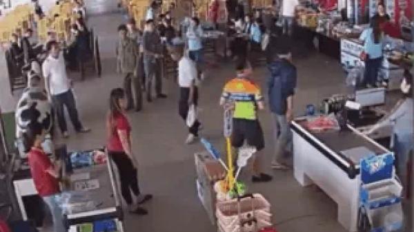 N.é.m xúc xích vào nhân viên trạm dừng nghỉ Thượng uý công an bị đình chỉ công tác