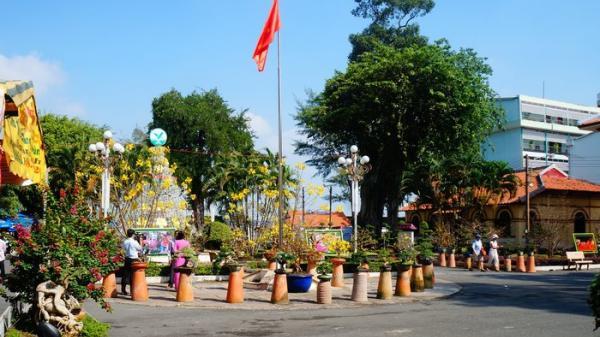 Vĩnh Long: Đầu tư trên 800 triệu đồng trang trí đèn, hoa dịp lễ, Tết Mậu Tuất 2018