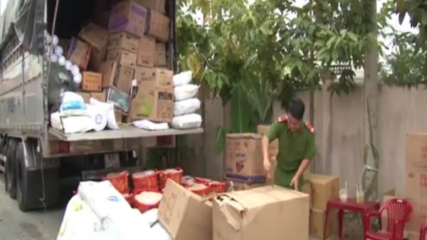 Bình Minh (Vĩnh Long): Bắt 2 xe tải chở đầy thực phẩm không rõ nguồn gốc