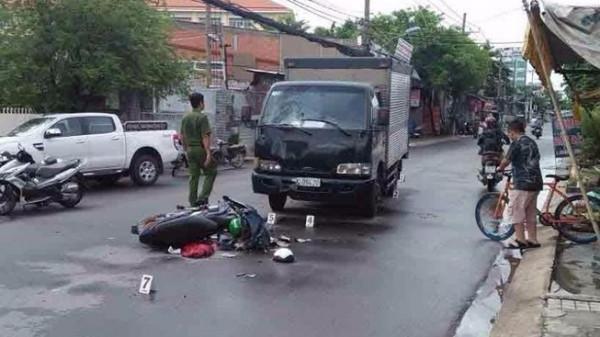 Xảy ra cự cãi, đối tượng vung rựa chém 'vợ hờ' tử vong rồi lao vào xe tải tự tử