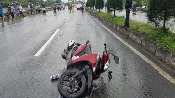 Vĩnh Long: Mất lái, đâm dải phân cách, cô gái trẻ tử vong tại chỗ