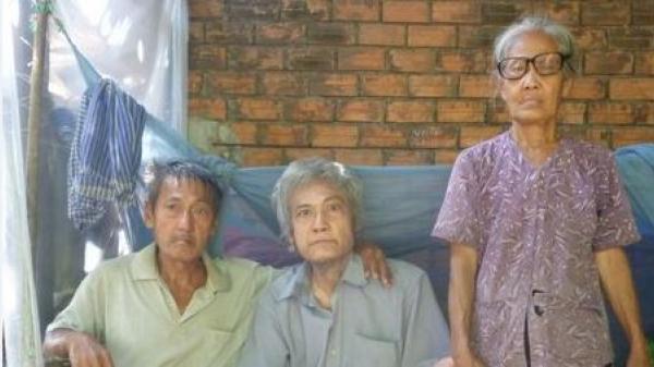 Long Hồ (Vĩnh Long): Xót thương hoàn cảnh của cụ bà gần 70 tuổi, phải chăm sóc cho 4 người em bị bệnh