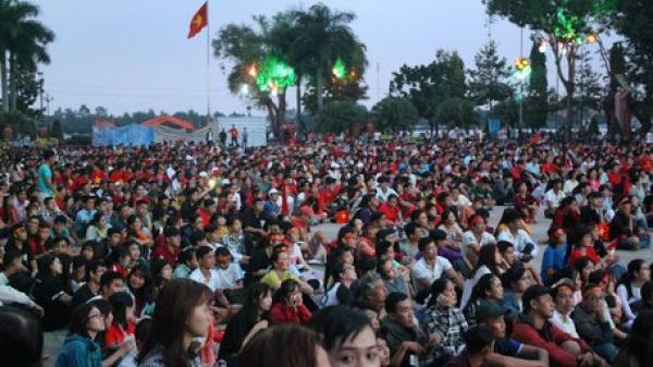 Dù U23 Việt Nam về nhì châu lục trong sự tiếc nuối, người dân Vĩnh Long vẫn xuống đường mừng đội nhà