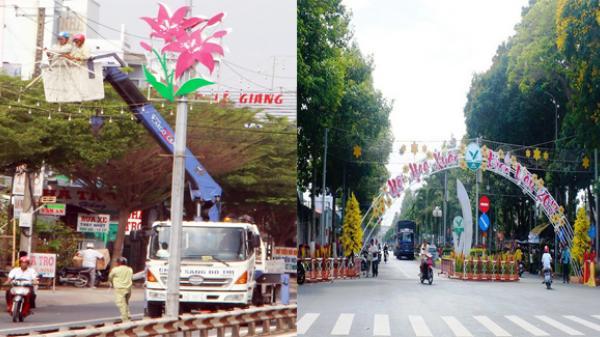 Vĩnh Long chỉnh trang đô thị, dọn vệ sinh và trang trí đường phố đón Tết Mậu Tuất