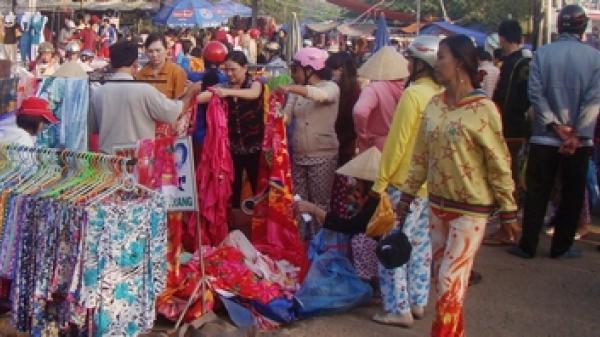 Vĩnh Long: Tội phạm thường trà trộn vào các buổi chợ tết để móc túi, rạch giỏ xách của người dân