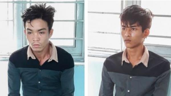 Vĩnh Long: Người dân vây bắt 2 đối tượng cướp giật tài sản phụ nữ đi đường