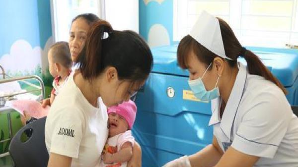 'Giải nhiệt cơn khát' vắc xin 5 trong 1 trong tiêm chủng mở rộng