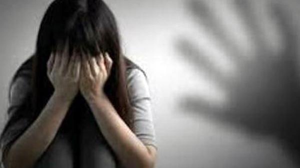 Miền Tây: Tắm cho con gái 7 tuổi, mẹ phát hiện con bị gã hàng xóm dâ.m ô
