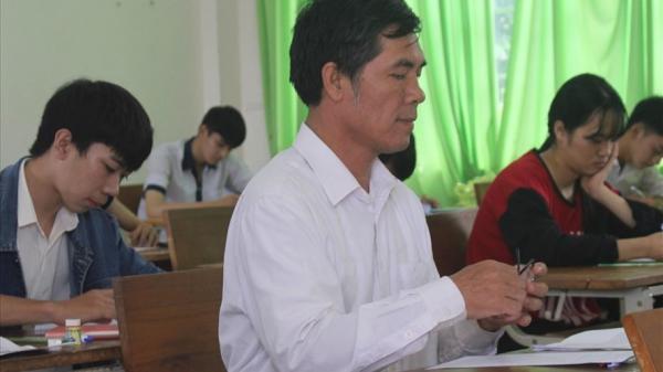 Tây Nguyên: Thí sinh 54 tuổi thi THPT với mong muốn mở phòng mạch, bốc thuốc
