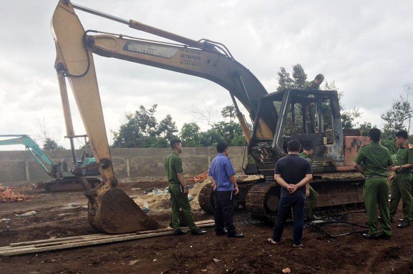 Đắk Lắk: Truy tìm kẻ đốt rụi máy xúc của người dân gây thiệt hại hàng trăm triệu đồng