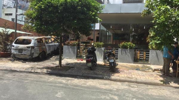 Quán cà phê và ô tô cháy rụi nghi bị ném bom xăng