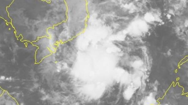 Áp thấp nhiệt đới trên Biển Đông, mưa lớn ở miền Trung và Nam Bộ