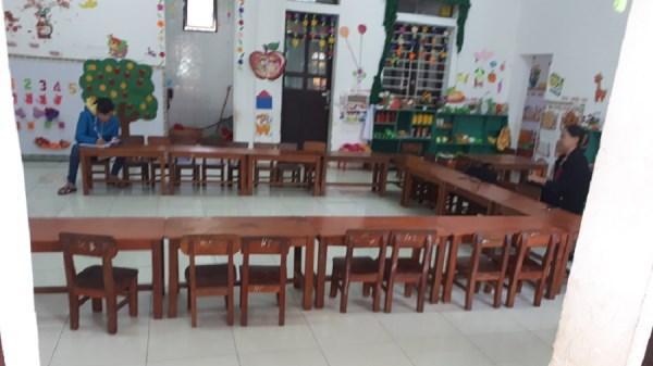 Cho học sinh nghỉ học vì giáo viên bận tiếp khách