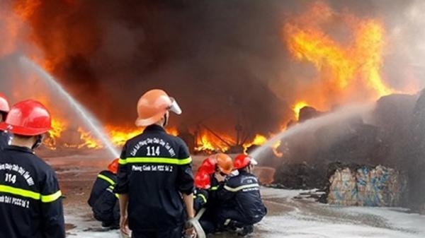 Kinh hoàng đám cháy trùm lên lưới cao thế gây hậu quả nghiêm trọng