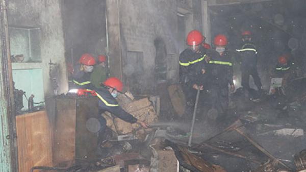 Vĩnh Phúc: Kinh hoàng vụ cháy chợ tạm, chiến sĩ cứu hỏa bị thương nặng