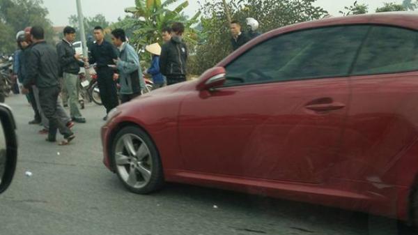 Vĩnh Phúc: Xe sang Lexus mất lái húc văng 3 xe máy, 2 xe đạp