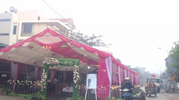 Vĩnh Phúc: Báo động tình trạng ngang nhiên lấy lòng đường làm rạp đám cưới
