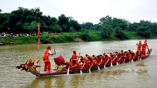Tưng bừng Lễ hội Bơi chải Tứ Yên