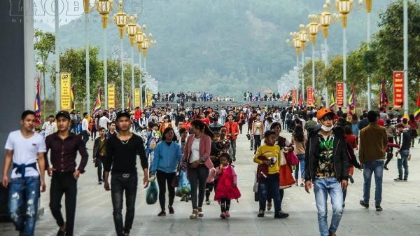 Vĩnh  Phúc: Hàng vạn người nô nức hành hương về lễ hội Tây Thiên