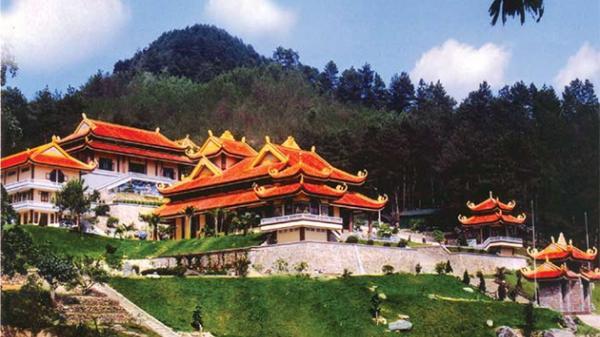 Vĩnh Phúc: Hàng vạn lượt khách tới Khu danh thắng Tây Thiên dịp đầu năm mới