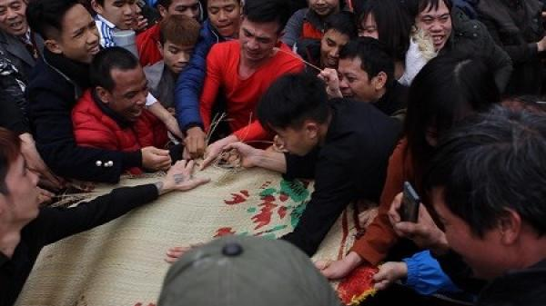 Lễ hội cướp chiếu ở Vĩnh Phúc - Một trong những lễ hội mùa xuân lạ lùng của Việt Nam