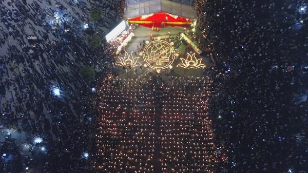 Hình ảnh lung linh tại đêm hội hoa đăng Tây Thiên (Tam Đảo, Vĩnh Phúc)
