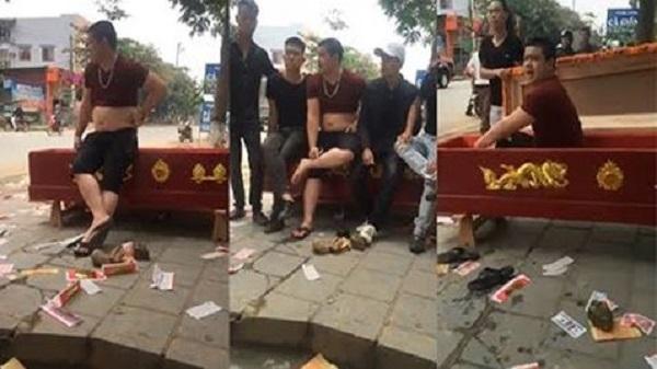 Hà Giang: Bắt tạm giam đối tượng 'mang quan tài đi đòi nợ' la hét chửi bới, phát nhạc đám ma