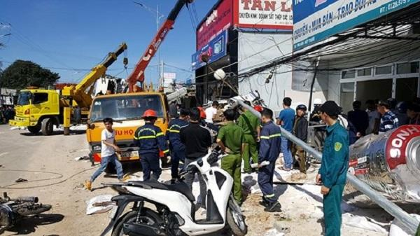 Nóng: Tai nạn thảm khốc trên QL, ít nhất 5 người tử vong tại chỗ