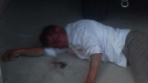 Kinh hoàng: Hai cha con đánh người ngất xỉu giữa đường, chặn không cho ai đưa đi cấp cứu
