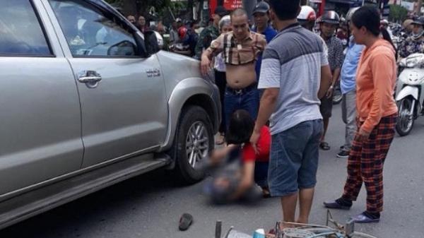Chính thức khởi tố tài xế giận vợ lùi xe đâm tử vong một cụ già