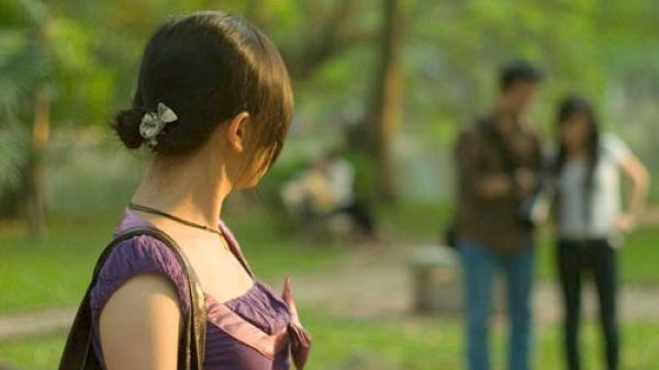 Yêu nhau từ thời chia gói mì tôm, cô gái chua xót bị bạn trai phụ tình