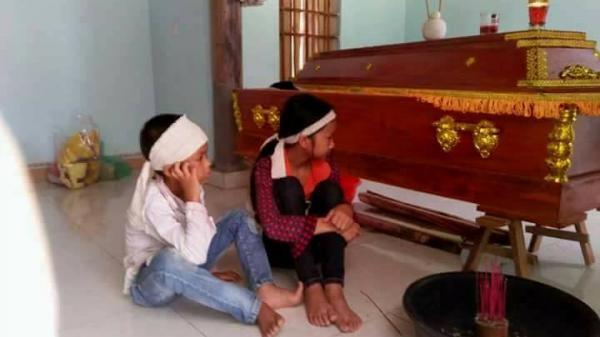 Chồng đi làm ăn xa, vợ ở nhà bị sét đánh tử vong, 2 đứa con nhỏ ngồi bên thi thể mẹ đợi bố suốt 2 ngày