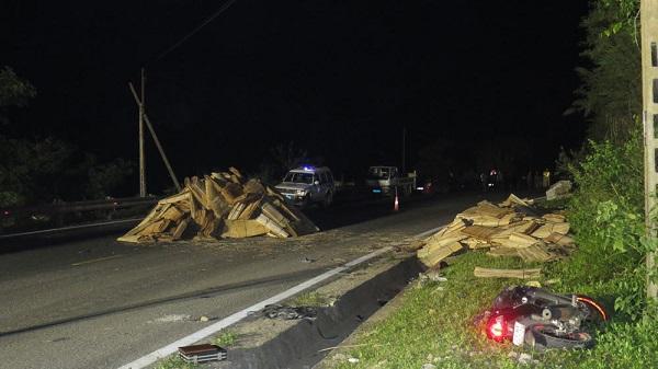 Nóng: Tai nạn kinh hoàng xe máy tông trực diện vào người đứng vệ đường, cả 2 cùng thiệt mạng