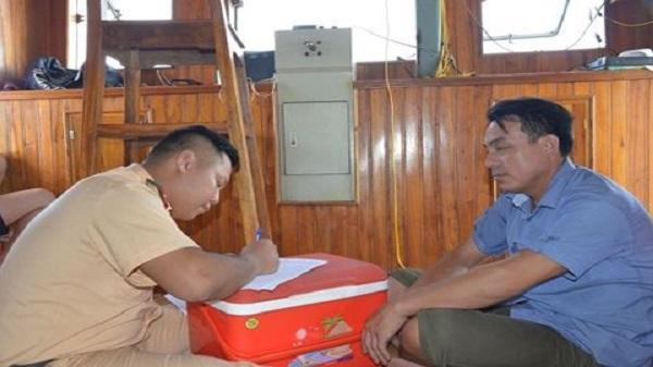 Công an tỉnh Nam Định nửa đêm mật phục bắt 4 tàu khai thác cát trái phép trên sông Hồng
