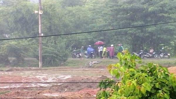 2 thanh niên bị sét đánh chết thảm trên đường chở bò về nhà