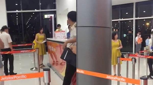 Nữ hành khách bức xúc với hãng hàng không VietJet vì đổi giờ bay không thông báo, không cho làm thủ tục