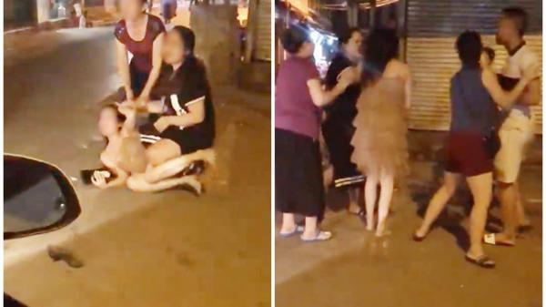 Xôn xao clip cô gái trẻ bị túm tóc đánh ghen ngay trên phố trước sự chứng kiến của nhiều người