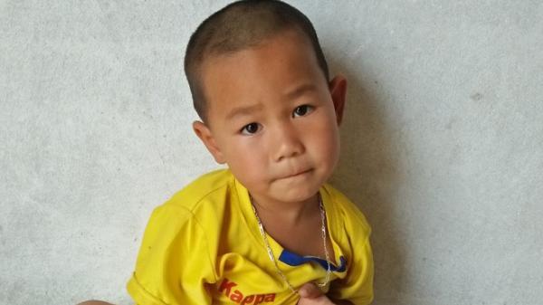 Bi kịch gia đình: Bé trai 4 tuổi có cha bị mất hết nhận thức, mẹ ôm em bỏ đi biệt tích khiến ai cũng xót thương