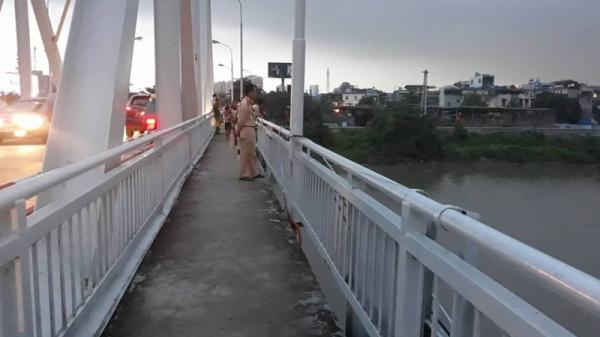 Hải Phòng: Nam thanh niên bất ngờ nhảy sông Lạch Tray mất tích