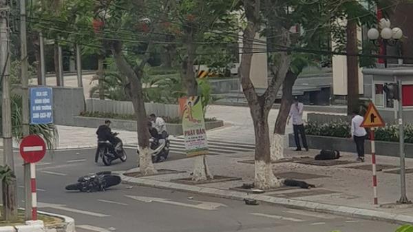 Hải Phòng: Ôm cua tốc độ cao rồi mất lái, nhóm thanh niên lao vào gốc cây bên đường ngã hàng loạt