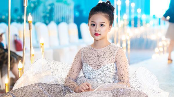 """""""Tiểu công chúa"""" Vĩnh Phúc đăng quang Quán quân Sao Style Awards 2018"""